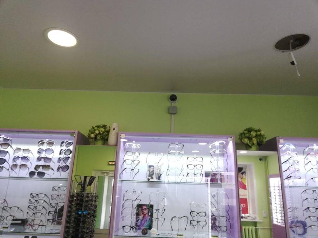 Камера видеонаблюдения в магазин оптики