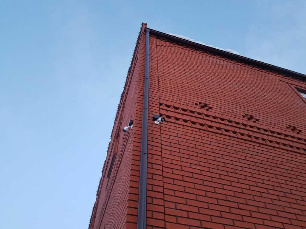 Установка камер видеонаблюдения в частном доме в Уфе