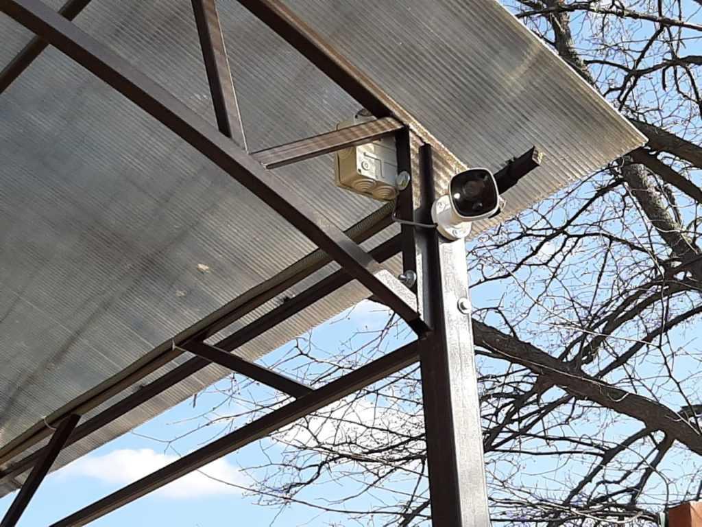 Установка видеокамеры HiWatch модель DS-T200S