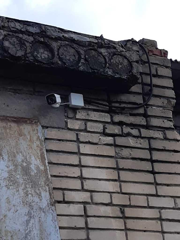 Скрытая под крышей камера